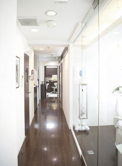 衛生的な環境を保つバリアフリーイメージ1 | 施設・設備 | こうづま歯科医院