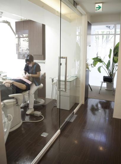 衛生的な環境を保つバリアフリーイメージ2 | 施設・設備 | こうづま歯科医院